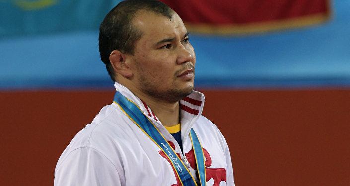 Күрөш боюнча спортчу Жанарбек Кенжеев. Архив
