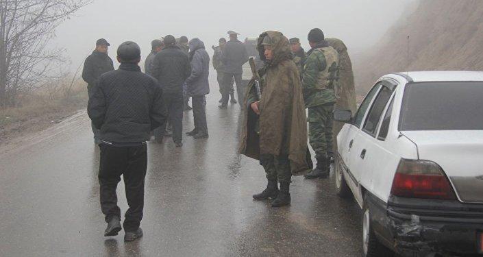 Пограничники Кыргызстана на границе с Узбекистаном в местности Могол Ала-Букинского района Джалал-Абадской области