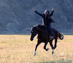 Режиссер и актер Актан Арым Кубат во время съемок фильма Кентавр. Архивное фото