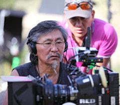 Кыргызстандык режиссер Актан Арым Кубат иш учурунда, архивдик сүрөт