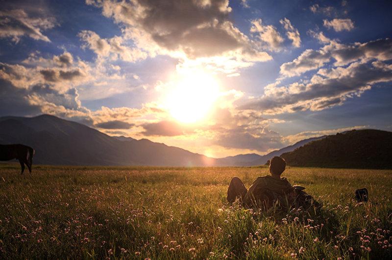 Малаец Захариз Хузайм любуется красивой природой Кыргызстана