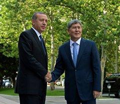 Кыргыз Республикасынын Президенти Алмазбек Атамбаев жана Түркия Республикасынын Президенти Режеп Тайип Эрдоган. Архив