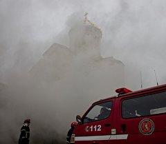 Пожар в самом большом храме Грузии тушили несколько часов