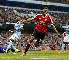Нападающий ФК Манчестер Юнайтед Маркус Решфорд после забитого гола в матче английской премьер-лиги Манчестер Сити против Манчестер Юнайтед.