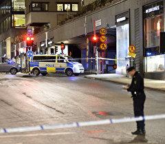 Сотрудник полиции Стокгольма на месте происшествия. Архивное фото