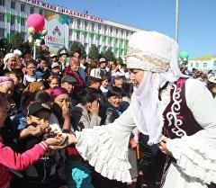Торжественные мероприятия к празднику Нооруз на центральной площади города Ош. Архивное фото