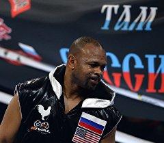 Российско-американский боксер Рой Джонс перед началом боя. Архивное фото