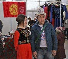 Посетители кыргызского национального павильона на ВДНХ на праздник Нооруз в Москве