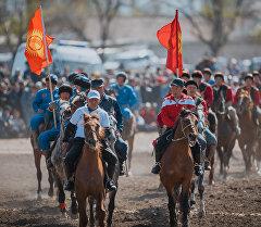 Спортсмены на конях. Архивное фото