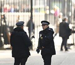 Улуу Британия полиция кызматкерлери күчөтүлгөн режимде иштөө убагында. Архив
