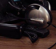 Диктофон жана наушник. Архив