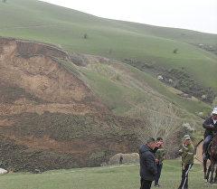 Жалал-Абад облусунун Сузак районундагы Алмалуу-Булак айылындагы жер көчкү