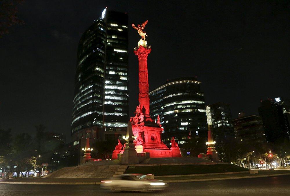 Мексиканын Көзкарандысыздык периштеси да кара, сары жана кызыл түскө боёлду
