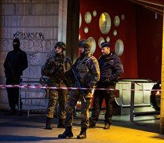 Брюссель шаарындагы метронун тегерегиндеги полиция кызматкерлери. Архив