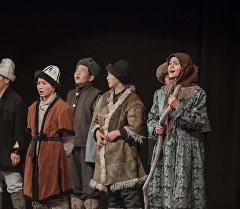 Окуучулар республика боюнча өткөрүлгөн театралдык фестивалында. Архив