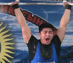 Штангисты померились силой — состоялся чемпионат КР по тяжелой атлетик