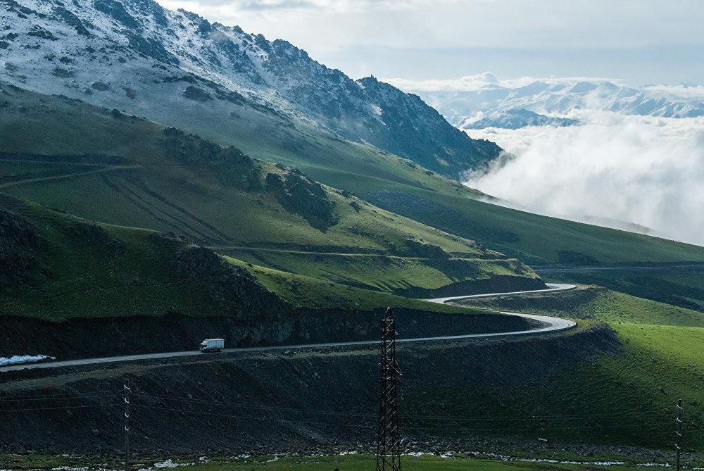 Перевал Тоо-Ашуу на автодороге Бишкек -—Ош