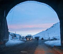 Архивное фото туннеля имени Кусейина Кольбаева на вершине перевала Тоо-Ашуу