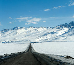 Автодорога Бишкек - Ош. Суусамыр. Архивное фото