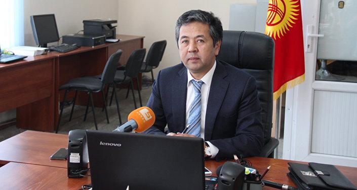 Архивное фото главы Государственной регистрационной службы Тайырбека Сарпашева