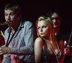 Певица Алиса Вокс выступает на концерте. Архивное фото
