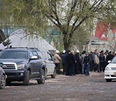 Похороны мужчины — жертвы упавшего дерева в центре Бишкека