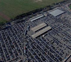 Как выглядят 8 тысяч авто с высоты 300 метров: кадры с авторынка