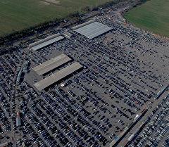 300 метр бийиктиктен 8 миң унаанын көрүнүшү: автобазардын үстүнөн тарт