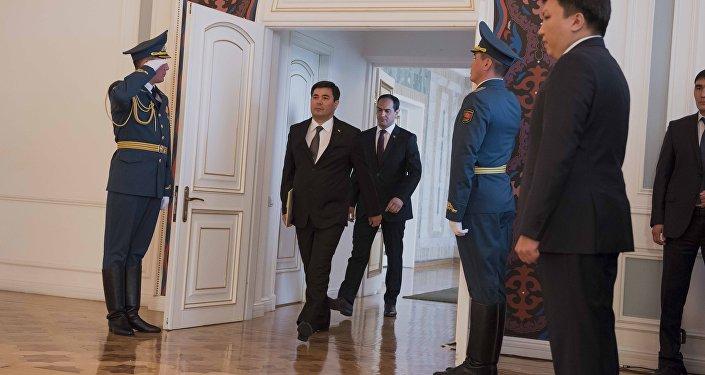 Посол Туркменистана в КР Мередов Шадурды Овезнепесович на церемонии вручения верительных грамот послами девяти государств.