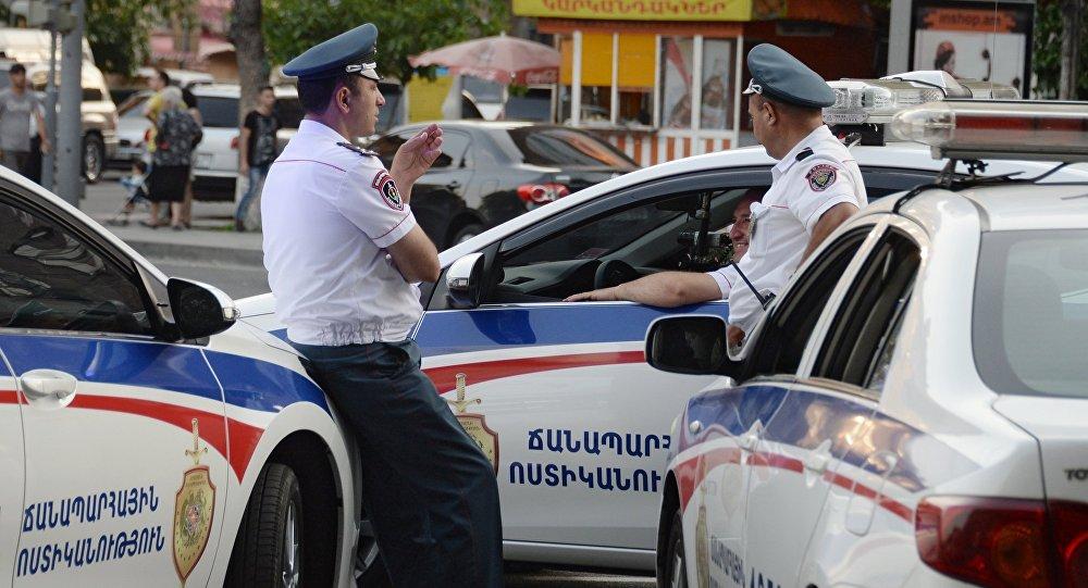 Сотрудники правоохранительных органов в Ереване. Архивное фото