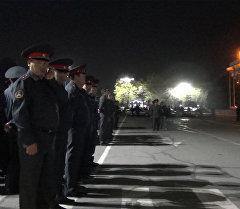 Как птицы видят гарнизонный развод милиции в центре Бишкека