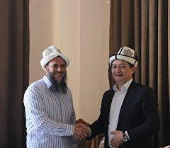 Кувейттен келген доктор Аатиф Ар-Рифааьи семинар учурунда.