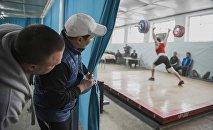 Кыргызстандын штангисттери. Архивдик сүрөт
