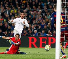 Барселона жана Мадриддин Реалы таймашы.