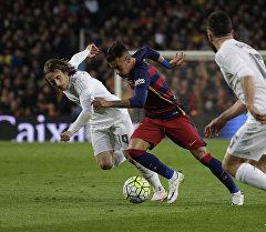 Барселона клубунун оюнчусу Неймар да Силва Реал клубу менен беттешуу учурунда. Архив
