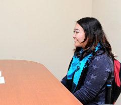 Вице-премьер-министр Гүлмира Кудайбердиева жана Тумар тобунун бийчиси Адина Самыйбек кызы.
