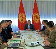 Президент Алмазбек Атамбаев катышкан өлкөнүн Куралдуу күчтөрүн өнүктүрүү боюнча жыйында