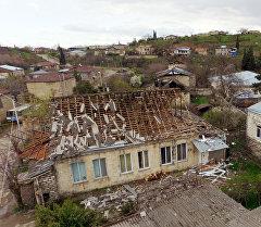 Разрушенный дом в одном из сел Мартакертского района в зоне карабахского конфликта. Архивное фото