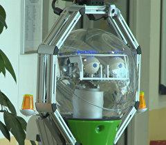 Голубоглазый робот-сиделка развлекал пациентов клиники для престарелых