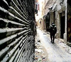На одной из улиц в историческом центре (в Старом городе) в Алеппо. Архивное фото