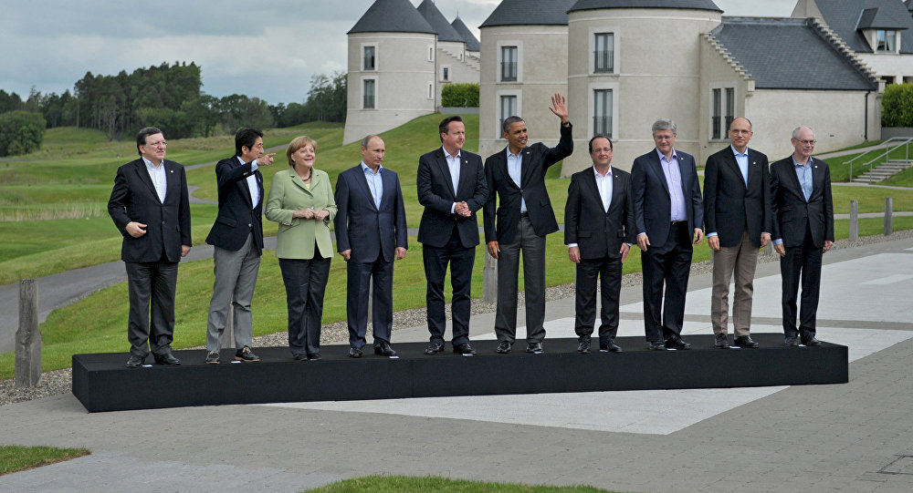 Церемония совместного фотографирования участников саммита G8. Архивное фото