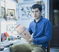 Директор и мастер художественного салона Chopo Art Нурлан Кыдыбаев