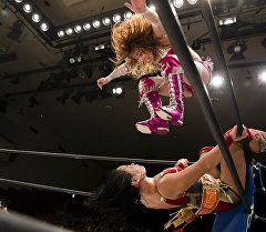 Соревнования по женскому реслингу в Японии.