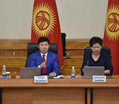 Премьер-министр Темир Сариев на внеочередном заседании правительства.