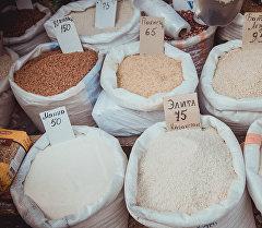 Продажа риса на одном из рынков Бишкека. Архивное фото