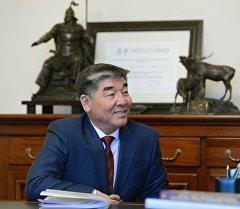 КРдин президенттин жана өкмөттүн иш башкармалыгынын жетекчиси болуп дайындалган Турдуназир Бекбоевдин архивдик сүрөтү