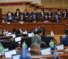 Кыргызстандын министирлер. Архив