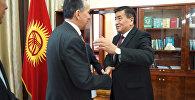 Кубанычы койнуна батпаган премьер-министр Жээнбеков кабинетине кирди