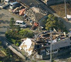 Кумамото префектурасындагы жер титирөөнүн кесепети. Архив