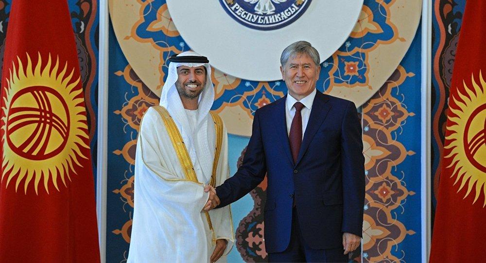 Президент КР Алмазбек Атамбаев во время встречи с делегацией Объединенных Арабских Эмиратов во главе с министром энергетики ОАЭ Сухейлом Мохамедом Фараджем Аль Мазруи